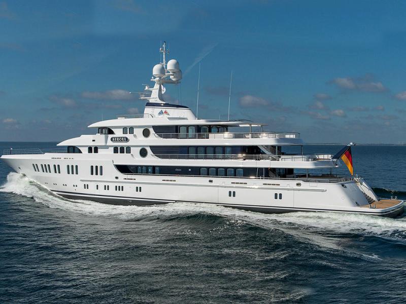 1,8 tonne d'équipement audio et vidéo fourni et installé sur ce magnifique yacht Oceanco de 110 m. Y compris le câble hybride 6000m, le câble d'enceinte 4500m, 83 TV, 71 amplificateurs, 244 haut-parleurs, 48 racks d'équipement et autres.